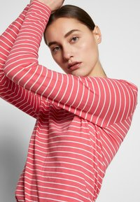 Marc O'Polo - LONG SLEEVE ROUNDNECK STRIPED - T-shirt à manches longues - bright berry - 3