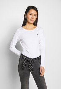 Marc O'Polo - LONG SLEEVE ROUND NECK SOLID - Topper langermet - white - 0