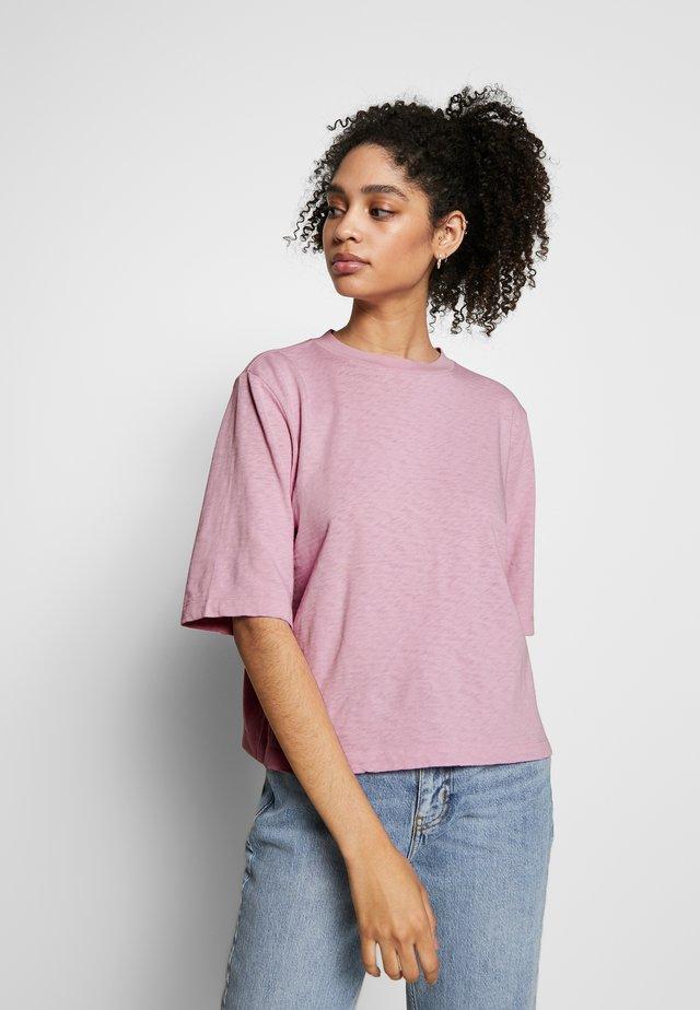 BOXY - T-shirts basic - bleached berry