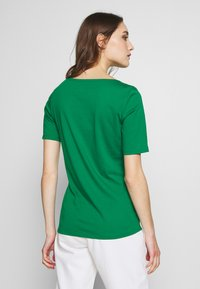 Marc O'Polo - SHORT SLEEVE ROUNDNECK - Jednoduché triko - spring forest - 2