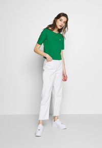 Marc O'Polo - SHORT SLEEVE ROUNDNECK - Jednoduché triko - spring forest - 1