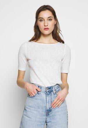 BOAT NECK - Jednoduché triko - soft white