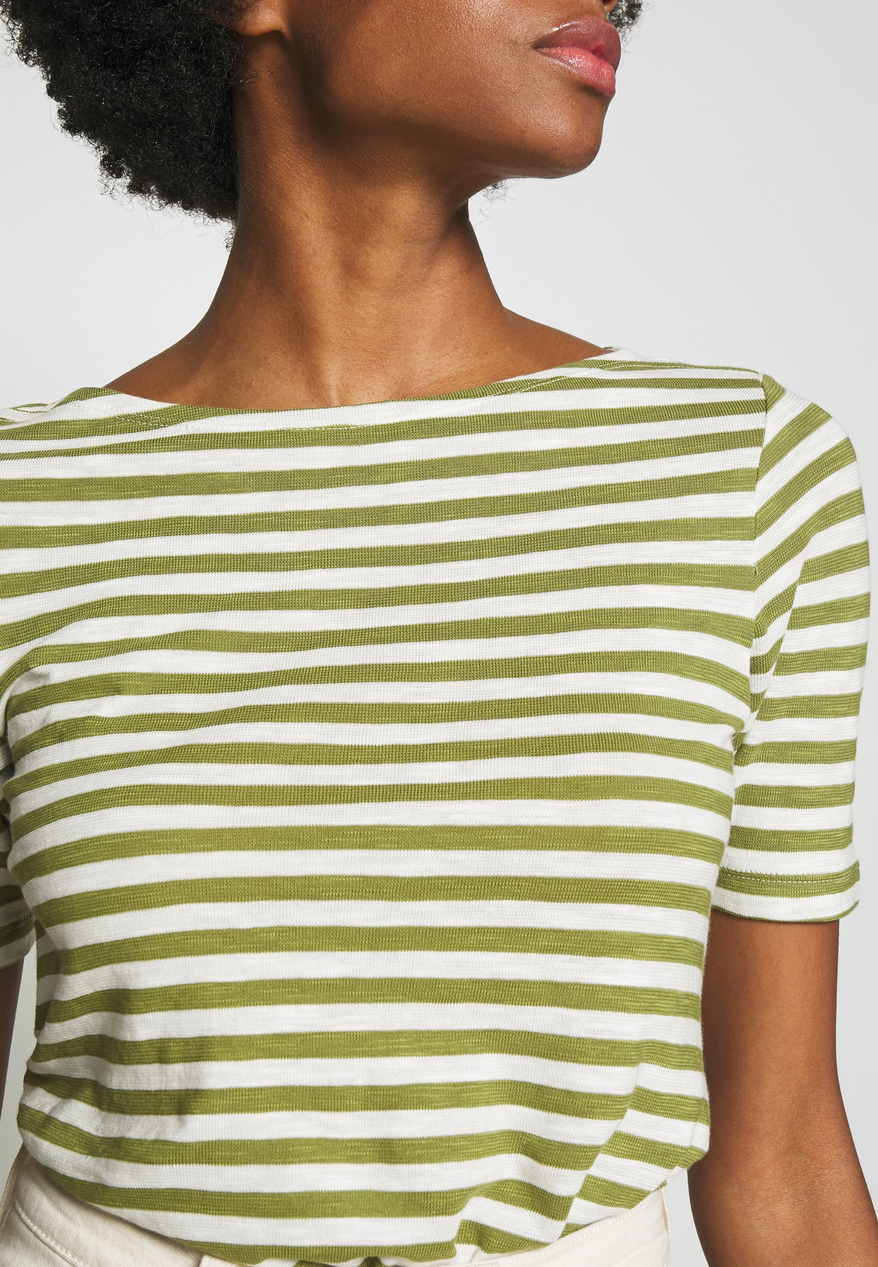 Marc O'Polo SHORT SLEEVE BOAT NECK STRIPED - T-shirts med print - seaweed green