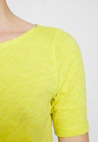 Marc O'Polo - SHORT SLEEVE BOAT NECK - Jednoduché triko - sunny lime - 5