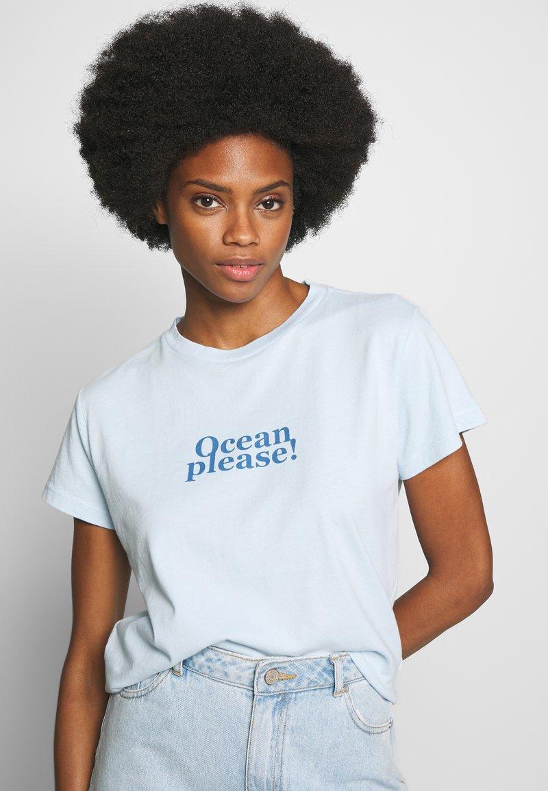 Marc O'Polo - SHORT SLEEVE - Print T-shirt - light blue
