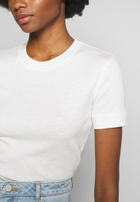 Marc O'Polo - T-SHIRT, SHORT SLEEVE, ROUND NECK - Jednoduché triko - oyster white - 5