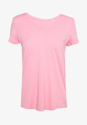 SHORT SLEEVE ROUNDED V-NECK RAW CUT DETAILS - T-shirt basique - sunlit coral