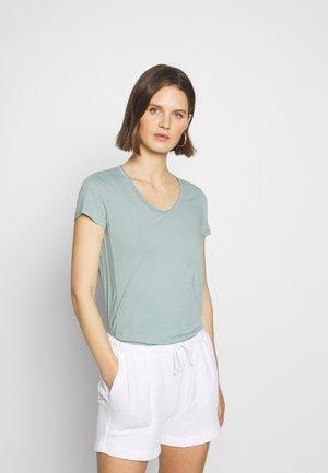 SHORT SLEEVE ROUNDED V-NECK RAW CUT DETAILS - T-shirts - misty spearmint
