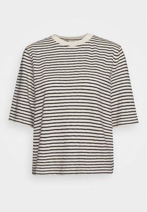 BOXY CROPPED STRIPED - Print T-shirt - multi/raw sand