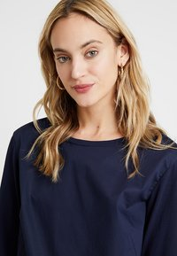 Marc O'Polo - BLOUSE PATCH - Blůza - deep atlantic - 3