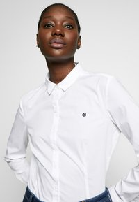 Marc O'Polo - CLASSIC STYLE SLIM - Skjorte - white - 3