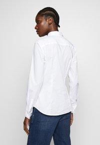 Marc O'Polo - CLASSIC STYLE SLIM - Skjorte - white - 2