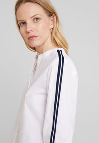 Marc O'Polo - BLOUSE CREW NECK SLIT - Blus - white - 4