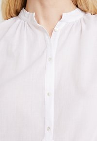 Marc O'Polo - BLOUSE NECK WITH GATHERING - Bluzka - white - 5