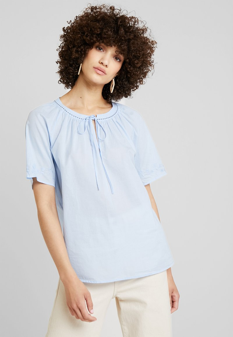 Marc O'Polo - BLOUSE EMBROIDERY SHORT SLEEVES - Blůza - light blue