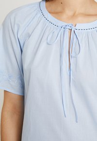 Marc O'Polo - BLOUSE EMBROIDERY SHORT SLEEVES - Blůza - light blue - 5