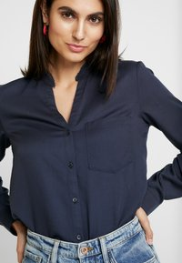 Marc O'Polo - BLOUSE ROUND NECK WITH FRINGES - Overhemdblouse - midnight sea - 4