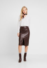 Marc O'Polo - BLOUSE CREW WITH OPEN SLIT LONG - Skjorta - combo - 1