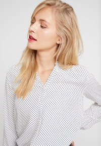 Marc O'Polo - BLOUSE CREW WITH OPEN SLIT LONG - Skjorta - combo - 4