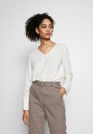 BLOUSE, OPEN CREW NECK, LONG SLEEVED, EASY FEMININE SHIRT, DETAI - Blůza - off white