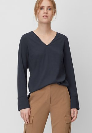 BLOUSE, OPEN CREW NECK, LONG SLEEVED, EASY FEMININE SHIRT, DETAI - Blouse - blue