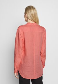 Marc O'Polo - BLOUSE LONG SLEEVED EASY SHAPED CHEST POCKET - Blouse - salty peach - 2