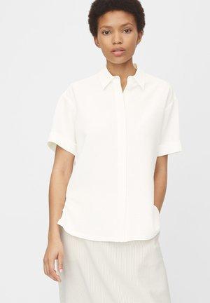 SEERSUCKER-QUALITÄT - Button-down blouse - oyster white