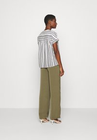 Marc O'Polo - BLOUSE CREW NECK MODERN T-FIT HIDDEN PLACKET GATHERING DETAIL - Camicetta - multi/oyster white - 2