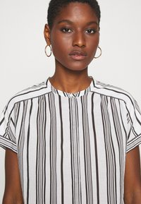 Marc O'Polo - BLOUSE CREW NECK MODERN T-FIT HIDDEN PLACKET GATHERING DETAIL - Camicetta - multi/oyster white - 3