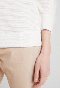 Marc O'Polo - LONG SLEEVE CREW NECK - Jersey de punto - soft white - 5