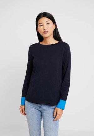 Stickad tröja - midnight blue