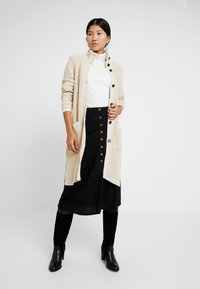 Marc O'Polo - CARDIGAN LONGSLEEVE HIGH COLLAR BUTTONS COZY - Chaqueta de punto - honey milk - 1