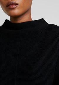 Marc O'Polo - LONGSLEEVE STRUCTURE MIX TURTLENECK - Stickad tröja - black - 5