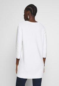 Marc O'Polo - SLEEVE LONG SHAPE SOLID - Jersey de punto - soft white - 2