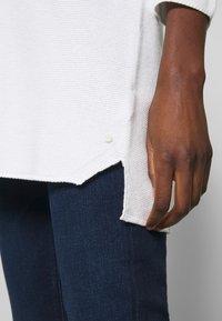 Marc O'Polo - SLEEVE LONG SHAPE SOLID - Jersey de punto - soft white - 5