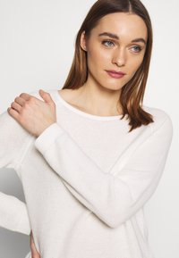 Marc O'Polo - RAGLAN-SLEEVE STRUCTURE - Pullover - oyster white - 3