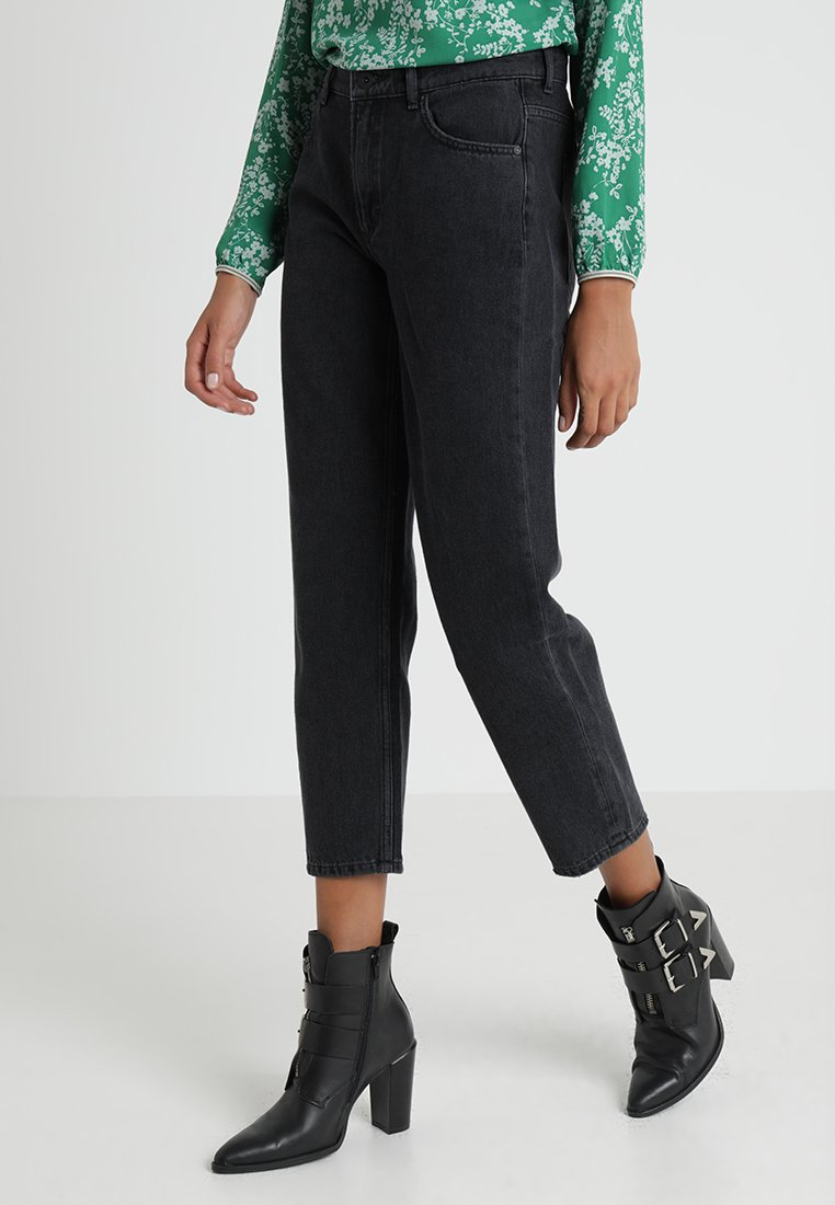 Marc O'Polo - TROUSER MOMS CROPPED - Džíny Relaxed Fit - liquid black wash