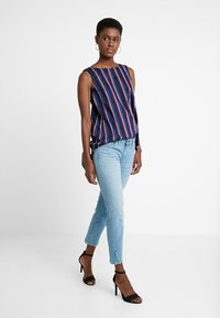 Marc O'Polo - TROUSER REGULAR WAIST - Jeans slim fit - light blue winter wash - 1
