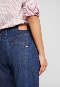 Marc O'Polo - TROUSER HIGH WAIST WIDE LEG - Jeansy Relaxed Fit - light-blue denim - 5