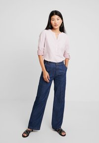 Marc O'Polo - TROUSER HIGH WAIST WIDE LEG - Jeansy Relaxed Fit - light-blue denim - 1
