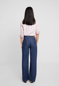Marc O'Polo - TROUSER HIGH WAIST WIDE LEG - Jeansy Relaxed Fit - light-blue denim - 2