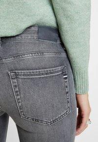 Marc O'Polo - TROUSER LOW WAIST - Slim fit jeans - dusty grey smoke wash - 5