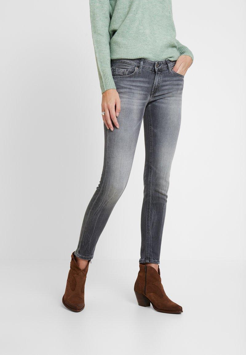 Marc O'Polo - TROUSER LOW WAIST - Slim fit jeans - dusty grey smoke wash