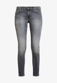 Marc O'Polo - TROUSER LOW WAIST - Slim fit jeans - dusty grey smoke wash - 4