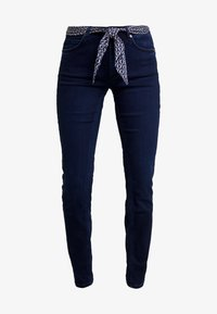 Marc O'Polo - TROUSER MID WAIST REGULAR LENGTH BELT SCARF - Jeans slim fit - blue black sea wash - 4