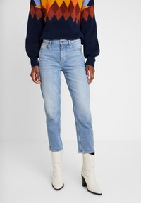 Marc O'Polo - TROUSER MOMS FIT HIGH WAIST CROPPED LENGTH - Relaxed fit jeans - salty bright vintage wash - 0