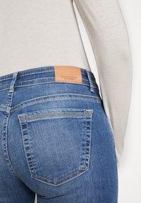 Marc O'Polo - TROUSER MID WAIST - Slim fit jeans - dark-blue denim - 6