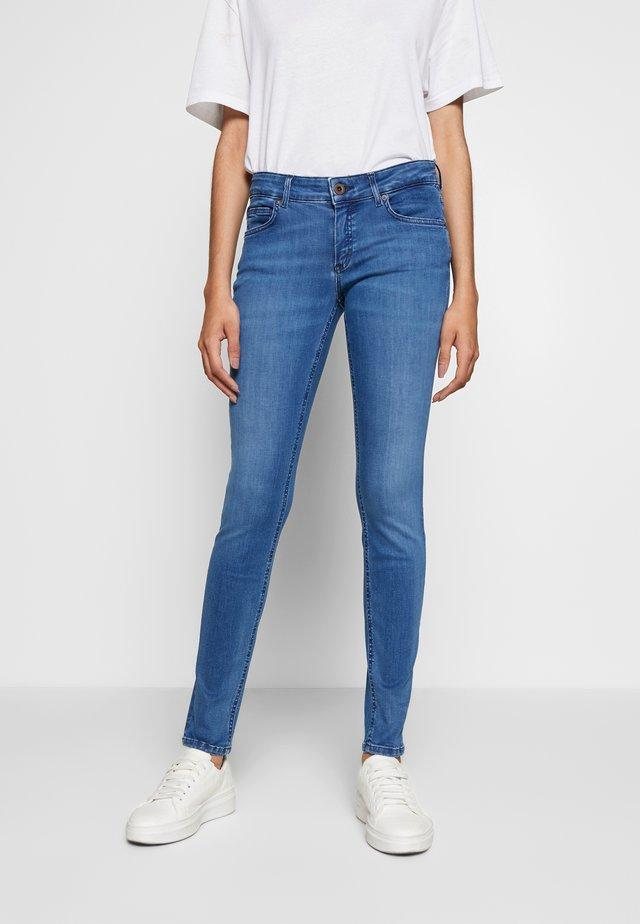 TROUSER LOW WAIST REGULAR LENGTH - Slim fit jeans - royal blue wash