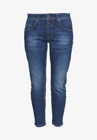 Marc O'Polo - DENIM TROUSER MID WAIST BOYFRIEND FIT CROPPED LENGTH - Jeans slim fit - vintage dark wash - 3