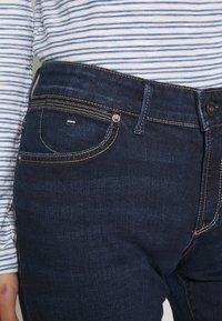 Marc O'Polo - DENIM TROUSER MID WAIST SLIM LEG REGULAR LENGTH - Vaqueros slim fit - dark blue base wash - 3